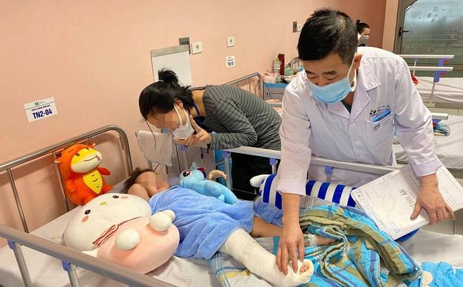 Bé gái 3 tuổi rơi từ tầng 12A dự kiến được xuất viện trong sáng mai