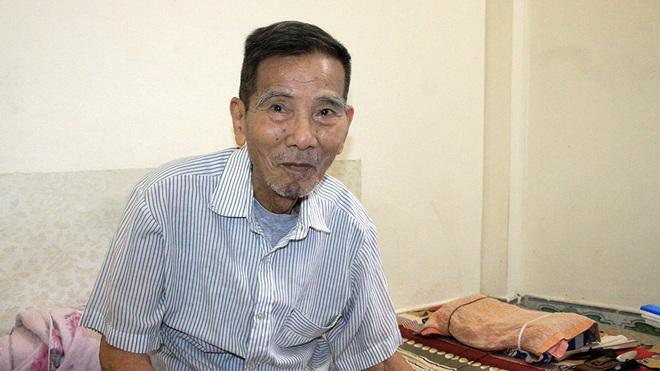 Hình ảnh đời thường của NSND Trần Hạnh: Đi bán giày dép mũ bảo hiểm, từ chối nhận trợ cấp - Ảnh 1.