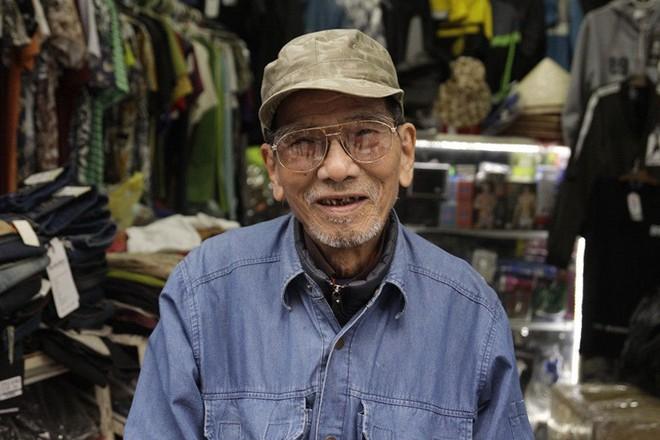 Hình ảnh đời thường của NSND Trần Hạnh: Đi bán giày dép mũ bảo hiểm, từ chối nhận trợ cấp - Ảnh 6.
