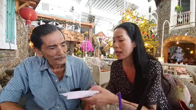 Thương Tín đút trăm triệu vào túi áo định đi xe máy về quê, bị Trịnh Kim Chi nhắc nhở - Ảnh 1.
