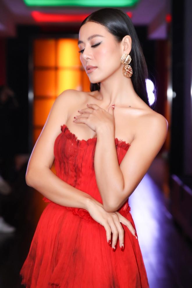 Thời trang thảm đỏ hút mắt của Nam Thư - Ảnh 6.