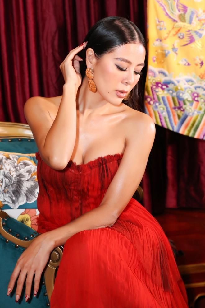 Thời trang thảm đỏ hút mắt của Nam Thư - Ảnh 9.