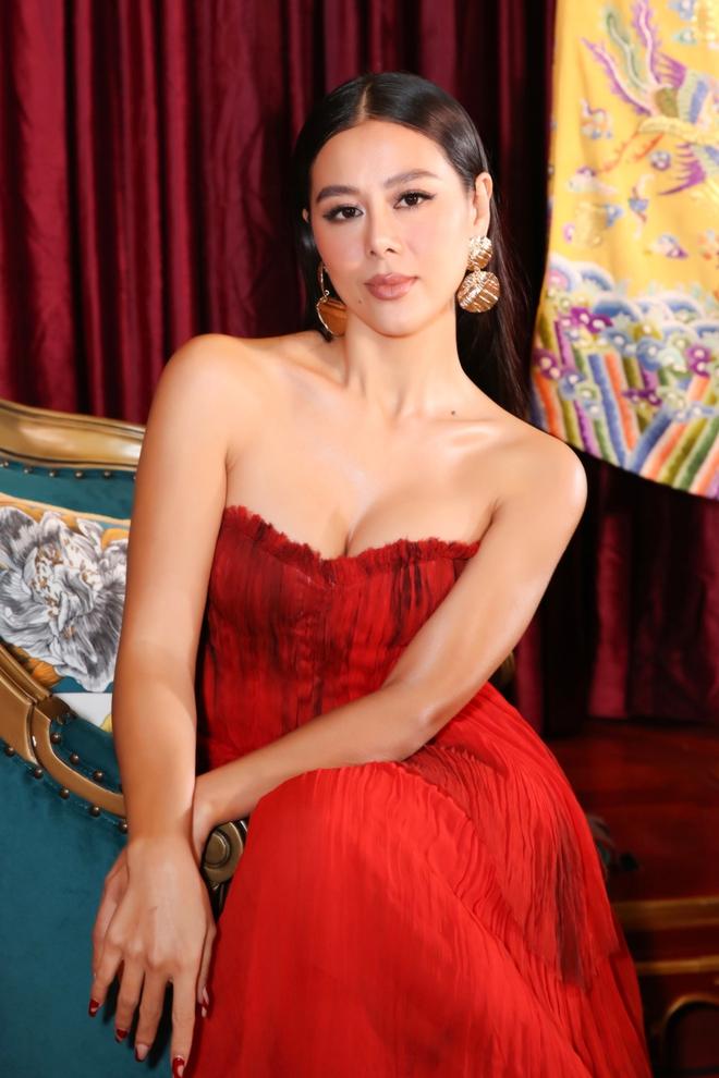 Thời trang thảm đỏ hút mắt của Nam Thư - Ảnh 7.