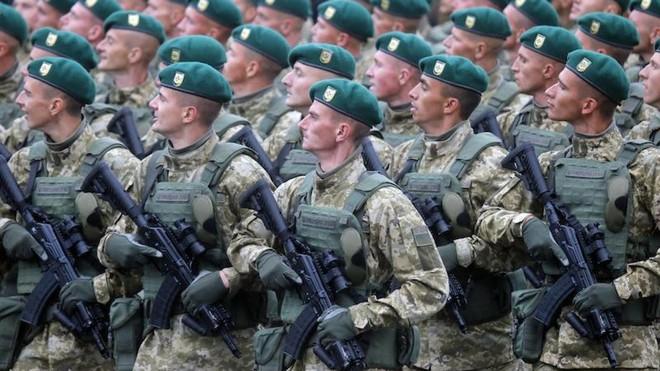 64 nghìn binh sĩ Ukraine đã sẵn sàng, thề san phẳng Donbass: Chỉ Nga mới có thể giải nguy - Ảnh 3.