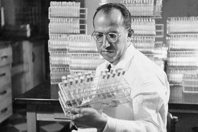 Li kỳ vụ trộm vắc-xin đi vào lịch sử năm 1959: Nó đã dạy chúng ta điều gì trong cuộc tiêm chủng COVID-19? - Ảnh 4.