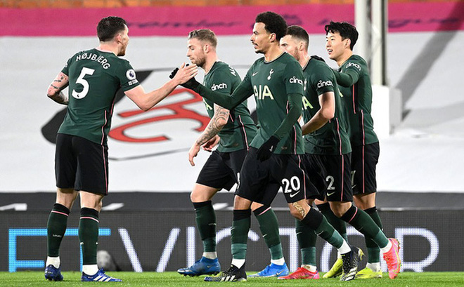Fulham 0-1 Tottenham: Chiến thắng gây tranh cãi!