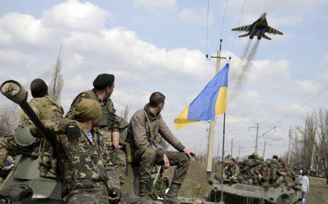 64 nghìn binh sĩ Ukraine đã sẵn sàng, thề san phẳng Donbass: Chỉ Nga mới có thể giải nguy - Ảnh 2.
