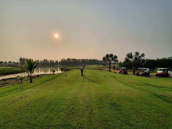 """2.200 USD để được """"cách ly và chơi golf"""" tại Thái Lan - Ảnh 1."""