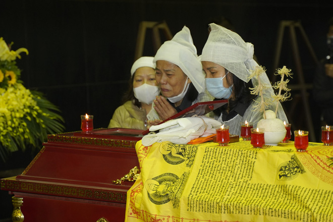 Cập nhật Tang lễ NSND Trần Hạnh: Con dâu khóc ngất, Công Lý, Chí Trung xót xa tiễn biệt - Ảnh 21.