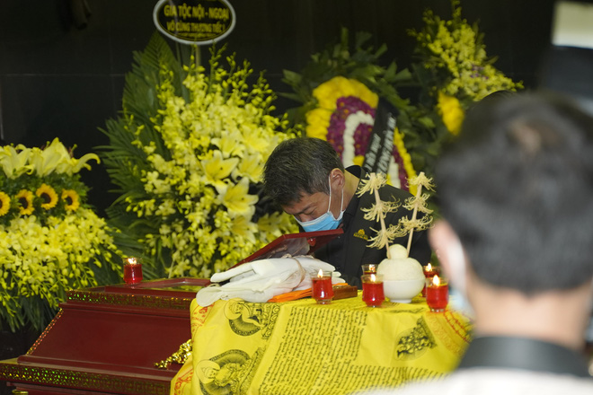 Cập nhật Tang lễ NSND Trần Hạnh: Con dâu khóc ngất, Công Lý, Chí Trung xót xa tiễn biệt - Ảnh 17.
