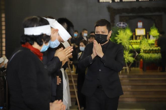 Cập nhật Tang lễ NSND Trần Hạnh: Con dâu khóc ngất, Công Lý, Chí Trung xót xa tiễn biệt - Ảnh 13.