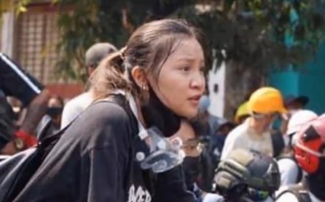 Ảnh: Đám tang nữ sinh Myanmar tử vong do bị bắn vào đầu trong biểu tình phản đối đảo chính - ảnh 1