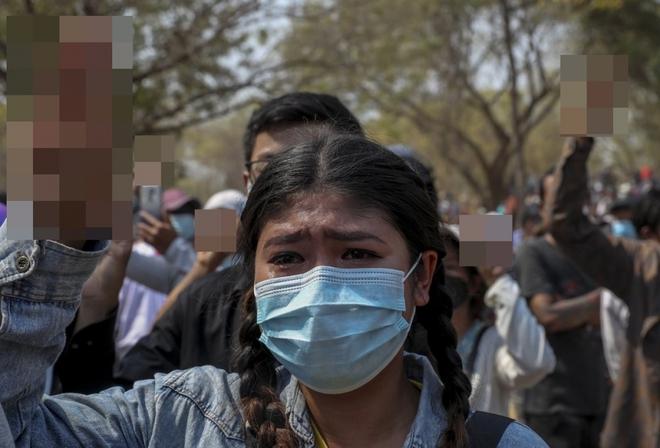 Ảnh: Đám tang nữ sinh Myanmar tử vong do bị bắn vào đầu trong biểu tình phản đối đảo chính - ảnh 10