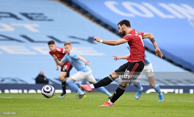 Man United bắn hạ Man City bằng 2 tuyệt chiêu; Tottenham hồi sinh ngoạn mục với Bale - Ảnh 1.