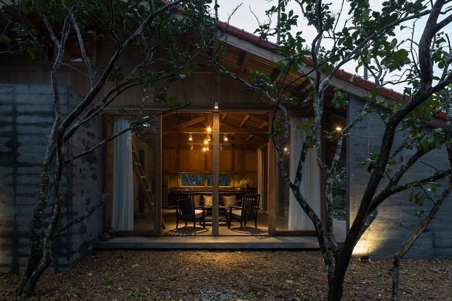 Huế: Ngôi nhà gỗ nằm trọn trong khu vườn ngập tràn hoa bưởi đẹp lạ trên báo Mỹ - Ảnh 21.