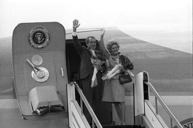 Lần đầu tiên cờ Mỹ tung bay trên đỉnh Kremlin, Liên Xô phá tung khu phố để đón khách quý - Ảnh 6.