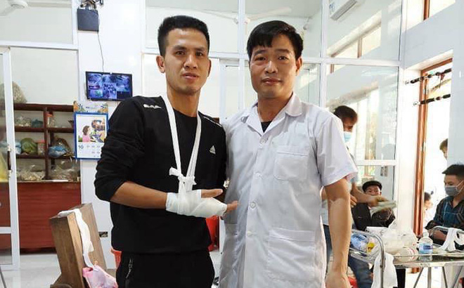 """""""Người hùng"""" cứu bé 3 tuổi rơi từ tầng 12 chung cư ở Hà Nội bị rạn xương tay, phải tạm nghỉ lái xe"""
