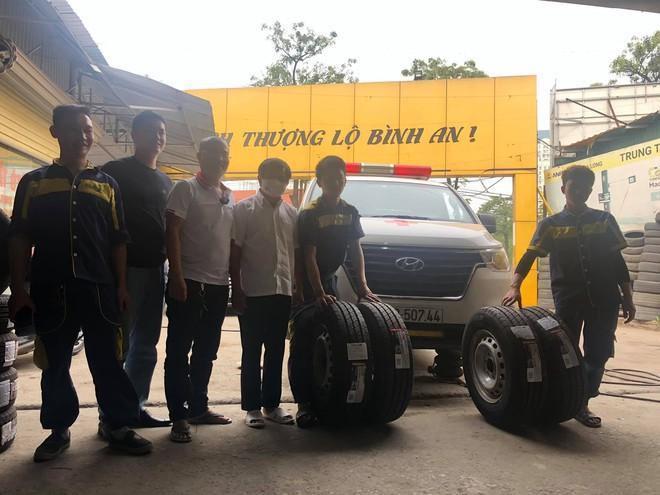 Tiếp tục xuất hiện đại gia thay lốp miễn phí cho xe của ông Đoàn Ngọc Hải - Ảnh 1.
