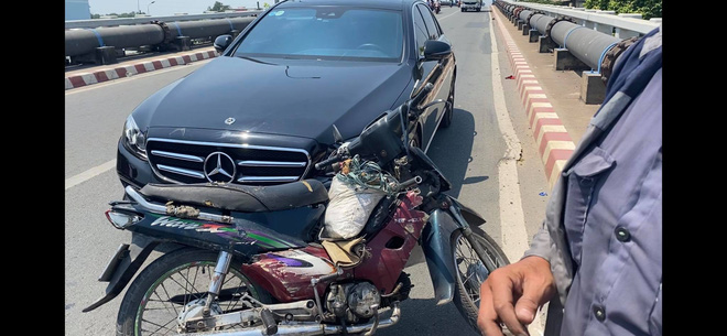 Chân dung ông chủ xe Mercedes không bắt đền còn tặng xe máy cho người  va chạm giao thông - Ảnh 1.