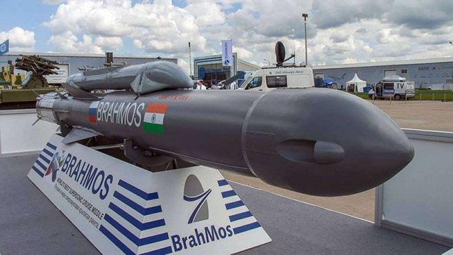 Philippines mua tên lửa BrahMos: Muối bỏ biển hay cơn sóng dữ chờ Trung Quốc ở Biển Đông? - Ảnh 1.