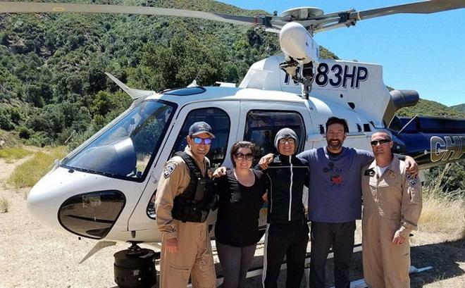 Nhặt được bình đựng nước kỳ lạ, cặp đôi vội báo cảnh sát, cứu thoát 3 người khỏi hiểm cảnh