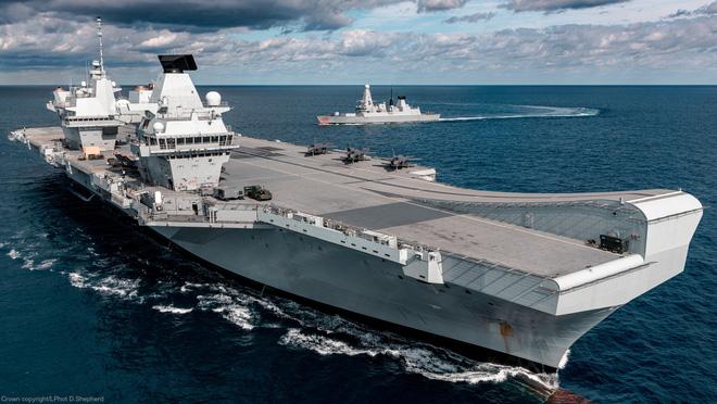 Biết rõ Trung Quốc có thể tấn công, tàu sân bay Anh vẫn tiến vào tâm bão: Sức ép từ Mỹ? - Ảnh 1.