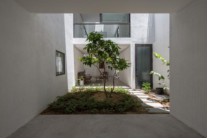 Đà Nẵng: Ngôi nhà có sàn bê tông, trát bằng cát thô, vữa xi măng xuất hiện lạ lẫm trên báo - Ảnh 5.