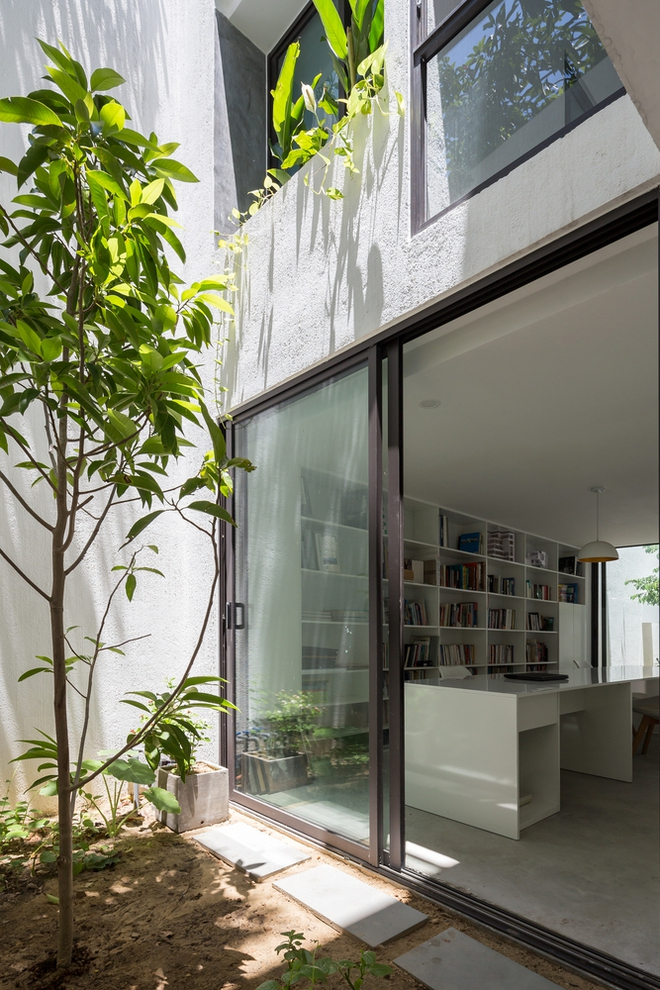Đà Nẵng: Ngôi nhà có sàn bê tông, trát bằng cát thô, vữa xi măng xuất hiện lạ lẫm trên báo - Ảnh 2.