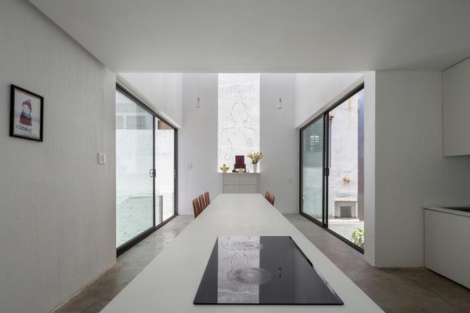 Đà Nẵng: Ngôi nhà có sàn bê tông, trát bằng cát thô, vữa xi măng xuất hiện lạ lẫm trên báo - Ảnh 4.