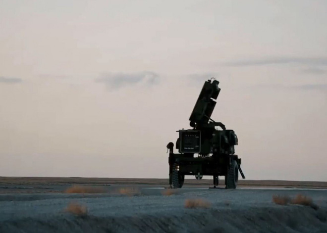 Bom chiến tranh sắp xì khói, tàu sân bay và B-52 Mỹ vào vị trí - Iran chĩa tên lửa nhằm thẳng Israel, Trung Đông cực nóng - Ảnh 1.