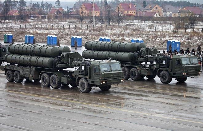 Bị hàng trăm tên lửa tấn công tới tấp, đồng minh của Mỹ cầu cứu Nga - Ảnh 1.