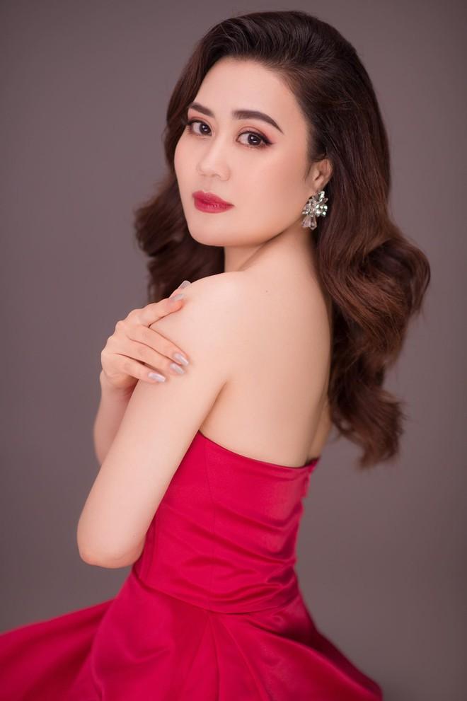 Nhan sắc ngày càng thăng hạng của diễn viên Phan Kim Oanh - Ảnh 1.