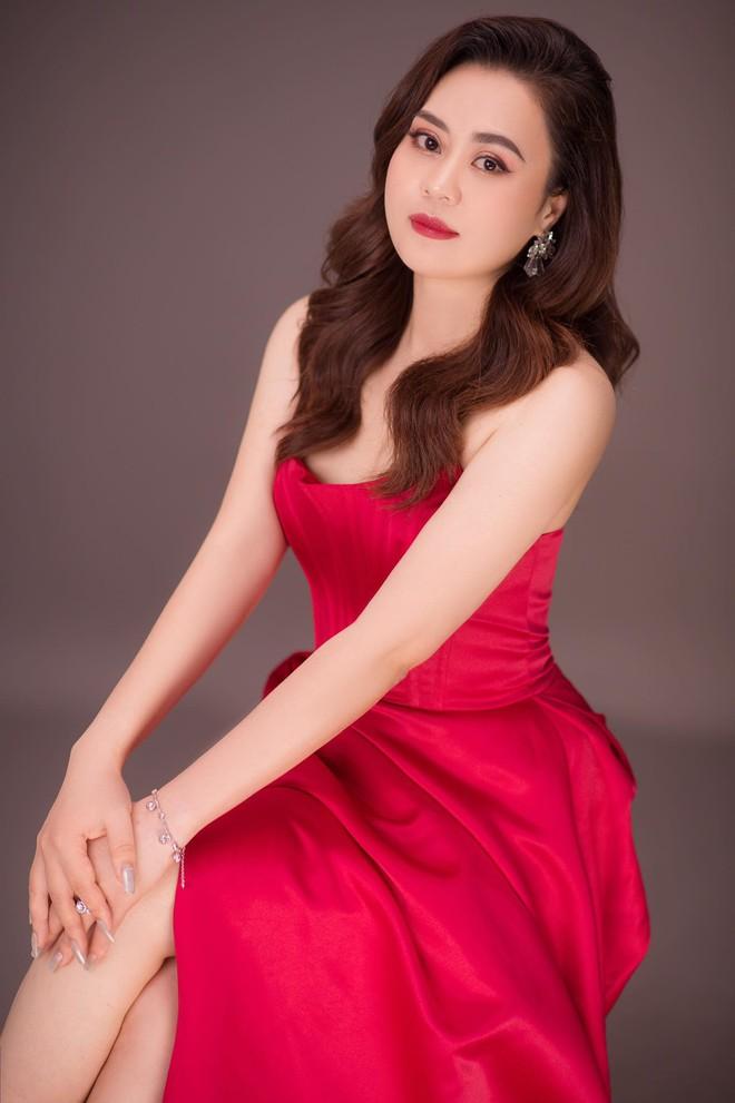 Nhan sắc ngày càng thăng hạng của diễn viên Phan Kim Oanh - Ảnh 5.