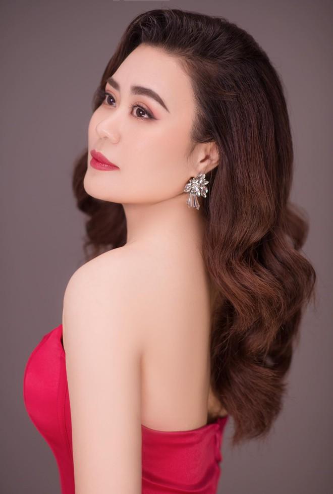 Nhan sắc ngày càng thăng hạng của diễn viên Phan Kim Oanh - Ảnh 2.