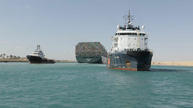 Giải tỏa kênh đào Suez: Tổng chi phí có thể lên tới 1 tỉ USD - Ảnh 1.