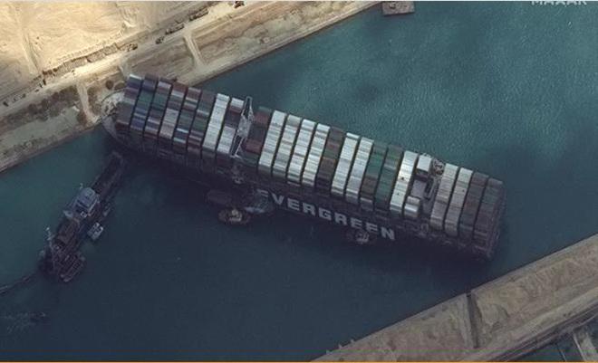 Giải tỏa kênh đào Suez: Tổng chi phí có thể lên tới 1 tỉ USD - Ảnh 2.