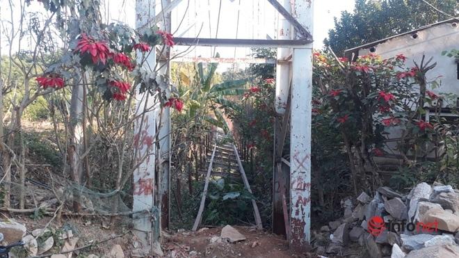 Thanh Hóa: Huyện không có tiền tháo cầu treo cũ hỏng, người dân bám dây cáp băng qua sông - Ảnh 3.
