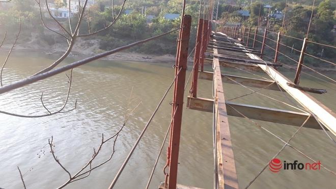 Thanh Hóa: Huyện không có tiền tháo cầu treo cũ hỏng, người dân bám dây cáp băng qua sông - Ảnh 4.