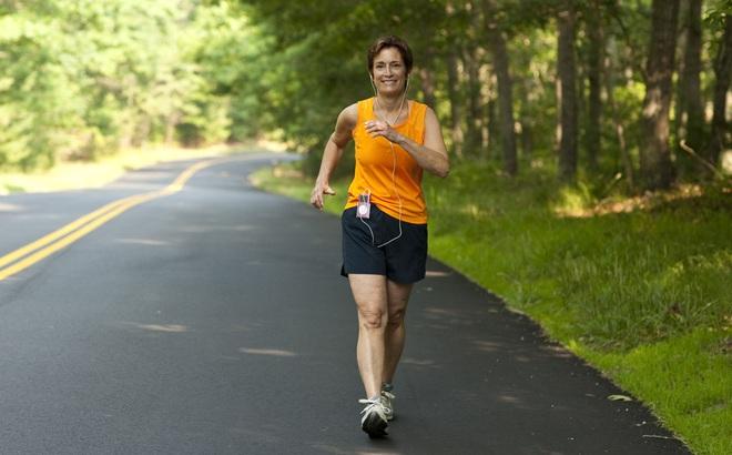 Tiến sĩ ĐH London: Cách đi bộ với 3 nguyên tắc có thể làm tăng sự minh mẫn, trẻ khỏe, sống thọ