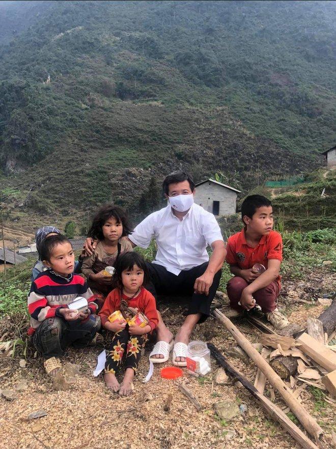 Ông Đoàn Ngọc Hải bỏ 700 triệu tiền túi cho người nghèo vay và nêu 5 vấn đề cấp bách cần có sự giúp đỡ ngay - Ảnh 1.
