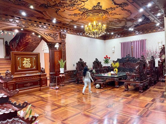 Choáng ngợp biệt thự rộng cả nghìn m2, phủ gỗ Lào từ đầu đến chân của đại gia Bắc Ninh - Ảnh 3.