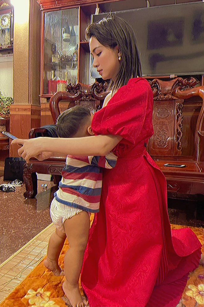 Hòa Minzy vô tư khoe ảnh cho con bú - Ảnh 3.