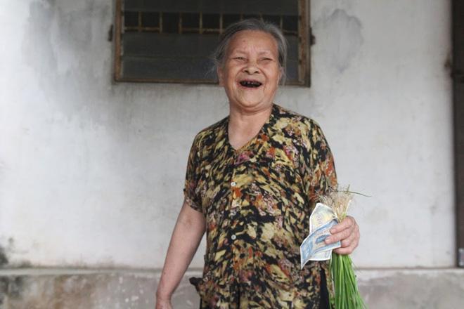 Tiệm tạp hoá từ thời bao cấp của cụ bà gần 90 tuổi - nơi chứa đựng cả bầu trời thanh xuân - Ảnh 4.