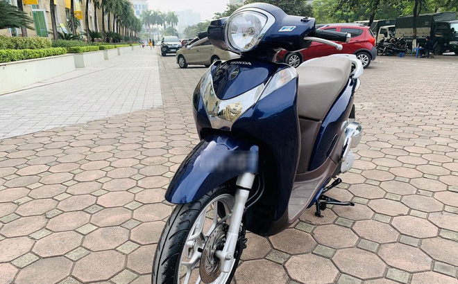"""Honda SH Mode  bán rẻ 30 triệu, hàng lướt ngang giá Honda Vision có nên """"gom lúa"""" mua?"""