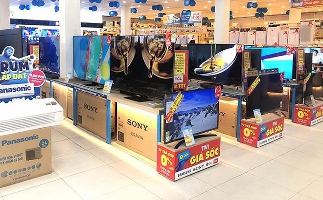 """Tivi 4K màn hình lớn 50- 65 inch giảm giá sốc, có mẫu """"bay"""" 10 triệu"""