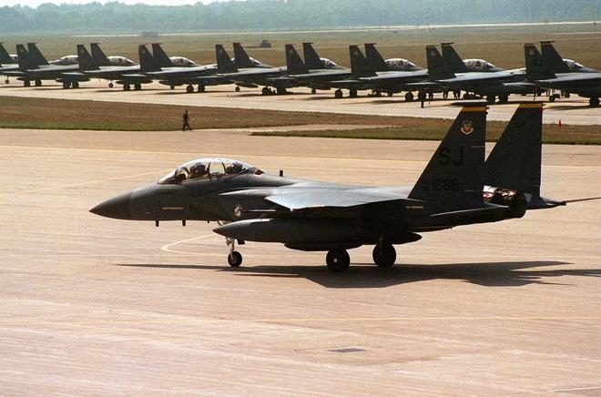 Máy bay Mỹ tưởng tốt hóa ra cục nợ, Ukraine nên đóng cửa không phận trước khi Nga tấn công - Ảnh 2.