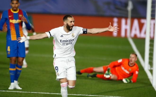 """Thắng siêu kịch tính ở """"siêu kinh điển"""", Real Madrid bước qua Barca đoạt ngôi đầu"""