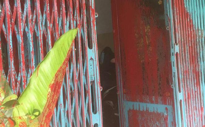 """Một gia đình ở Sài Gòn bị """"khủng bố"""" bằng sơn, mắm tôm"""