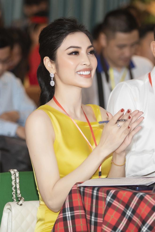 Kim Huyền Sâm đắt show ngồi ghế nóng - Ảnh 7.