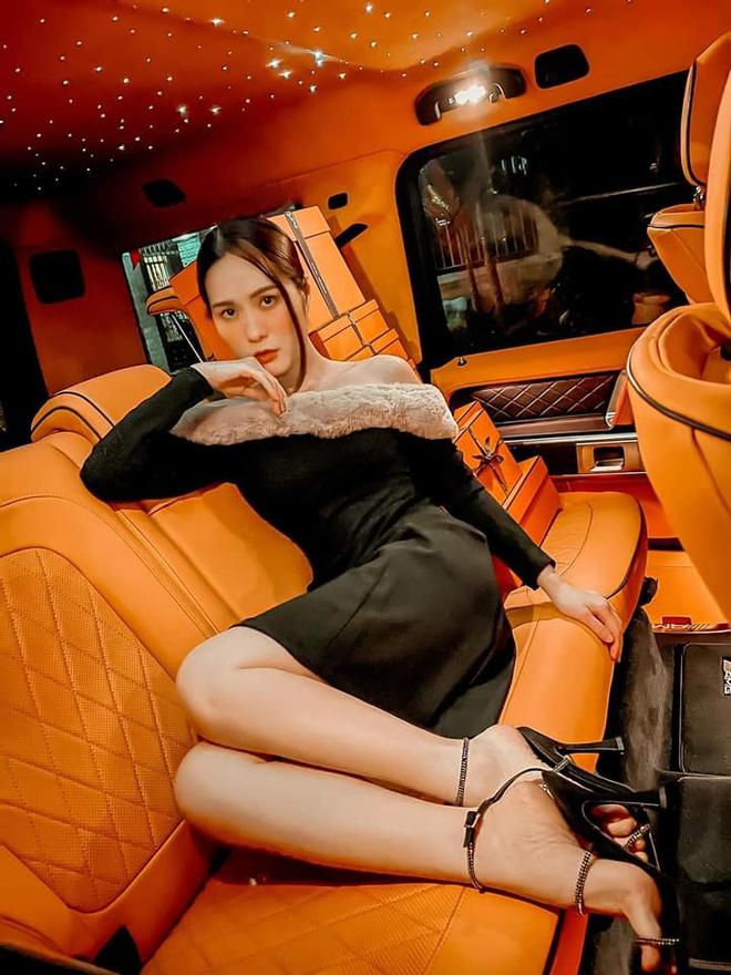 Nhan sắc gợi cảm, cuộc sống siêu giàu của ca sĩ chi 7,5 tỷ mời Quách Thái Công thiết kế nhà - Ảnh 9.